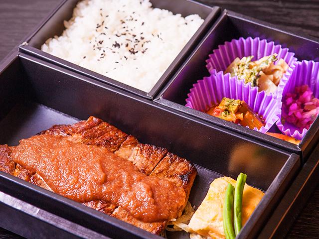 山水苑のお弁当(サーロインステーキ弁当)